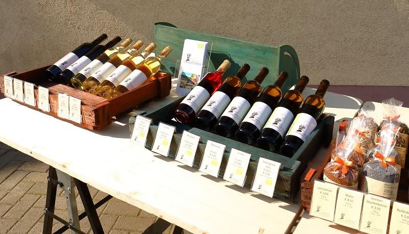 Marktstand Weinflaschen Weingut Kiefer Eichstetten